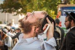 Rosh Hashanah, Żydowski nowy rok 5777 Pielgrzymi Hasidim w tradycyjnym świątecznym ubiorze świętują masę w sity Uman zdjęcie royalty free