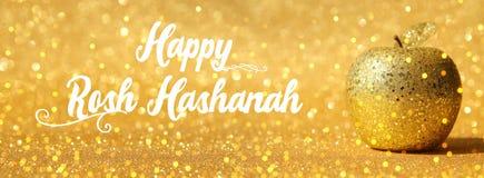 Rosh hashanah & x28; 犹太新年holiday& x29;概念 传统标志,装饰闪烁金苹果 库存图片
