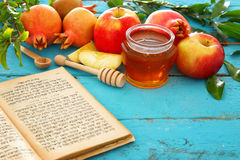 Rosh hashanah & x28; 犹太新年holiday& x29;概念 传统的符号 库存照片