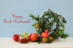 Rosh hashanah & x28; 犹太新年holiday& x29;概念 传统的符号 库存图片