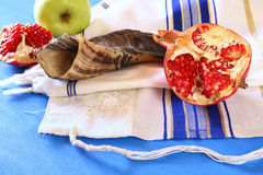 Rosh hashanah & x28; 犹太新年holiday& x29;概念 传统的符号 免版税库存图片