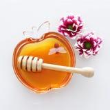 rosh hashanah & x28; jewesh holiday& x29; pojęcie - miodowy tradycyjny wakacyjny symbol zdjęcia stock