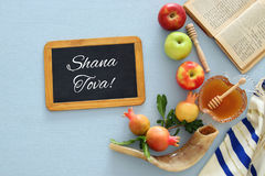 Rosh hashanah & x28;jewish New Year holiday& x29; concept. Traditional symbols. Text SHANA TOVA means HAPPY NEW YEAR in hebrew Stock Photo