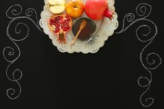 Rosh hashanah & x28; judisk holiday& x29 för nytt år; begrepp traditionella symboler Arkivfoto