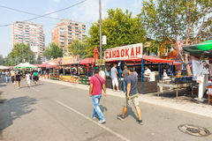Roshtilyada på den huvudsakliga gatan i Leskovac, Serbien Arkivfoto