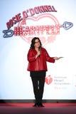 Rosie O'Donnell parle de l'étape sur la piste au rouge d'aller pour la collection rouge 2015 de robe de femmes Image stock