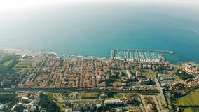 Rosignano苏威集团海岸地区,意大利空中射击  股票录像