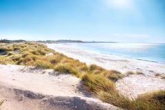 Rosignano Solvay Vada Castiglioncello, playa blanca de la arena y coas fotografía de archivo