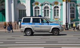 Rosja świętego Petersburg Lipiec 2016 samochód policyjny blisko eremu Zdjęcie Stock