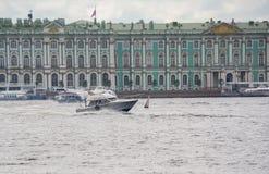 Rosja święty Petersburg Lipiec 2016 łódź rusza się przy wysokimi prędkościami Obrazy Royalty Free