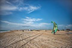 Rosja Anapa 12 07 2018 Skydiver na plaży na słonecznym dniu zdjęcia royalty free