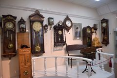 Rosja, Angarsk 02/01/2018 muzeów antyczny zegar Fotografia Stock