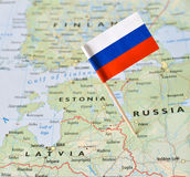 Rosja flaga szpilka na mapie Obrazy Stock