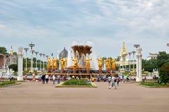Rosja Fontanna przyjaźń Zaludnia przy wystawą Ekonomiczni osiągnięcia w Moskwa 21 2016 Czerwiec Obraz Royalty Free