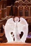 Rosja Izhevsk, Styczeń, - 29, 2017: Lodowa rzeźba angelis stoi blisko Svyato Mikhaylovsky sobor Fotografia Royalty Free