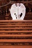 Rosja Izhevsk, Styczeń, - 29, 2017: Lodowy anioł stoi blisko Svyato Mikhaylovsky sobor Obrazy Royalty Free