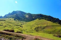 Rosja Kabardino-Barkar republika majestatyczne góry Północny Kaukaz! mnóstwo turyści od Rosja i cudzoziemski countri, obrazy stock
