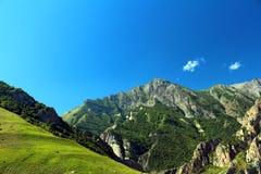 Rosja Kabardino-Barkar republika majestatyczne góry Północny Kaukaz! mnóstwo turyści od Rosja i cudzoziemski countri, fotografia stock