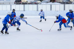 ROSJA, KRASNOGORSK - MARZEC 03, 2015: faz końcowych children liga hokejowa bandy, Rosja Fotografia Stock