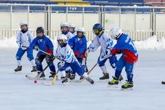 ROSJA, KRASNOGORSK - MARZEC 03, 2015: faz końcowych children liga hokejowa bandy, Rosja Obraz Royalty Free