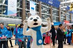 01 03 2019 Rosja krasnoyarsk Lotnisko Symbol Universiade yu spotyka drużyny atlety obraz royalty free