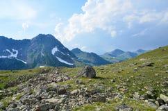 Rosja, lata Kaukaska biosfery rezerwa w chmurnej pogodzie krajobrazy Zdjęcia Stock
