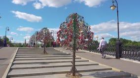ROSJA, MOSKWA, CZERWIEC 29, 2017: Luzhkov most zbiory wideo