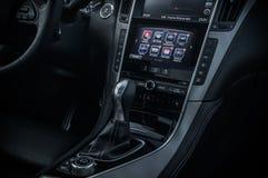 ROSJA MOSKWA, LUTY, - 26, 2017 INFINITI Q50 S sedanu samochód, wewnętrzny widok Fotografia Royalty Free