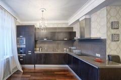 Rosja, Moskwa region - wewnętrzny projekt kuchnia w luksusowym nowym mieszkaniu Obraz Royalty Free