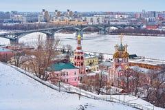 ROSJA, Nizhniy Novgorod- hala targowa 10, 2019: panorama zimy miasto obraz stock
