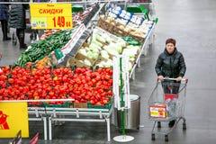 Rosja Omsk, Styczeń, - 22, 2015: Supermarketa duży sklep Obrazy Royalty Free