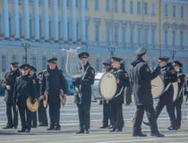 Rosja, Petersburg, 28 2017 Kwiecień - grupa militarny br Zdjęcie Stock