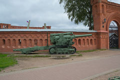 Rosja Petersburg Lipiec 2016 pistolet przy wejściem muzeum artyleria Obrazy Royalty Free