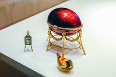 Rosja Petersburg Strzelający 12 05 2017 roku Fotograf Andrey Wielkanocnego jajka kurczaka kelha Teraz jest w Faberge biżuterii ja obraz stock