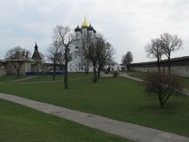 Rosja Pskov Pskov Kremlin w wczesnej wiośnie fotografia stock