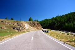 Rosja, republika Buryatia droga blisko przejścia granicznego Monda, niebieskie niebo, etykietka step Obrazy Royalty Free