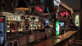 Rosja Rosa luty, 2018: widok bar za którym jest alkohol zbiory