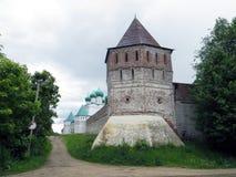 Rosja rostov Rostovsky Borisoglebsky monaster Południowa defensywy ściana Drewniany zegarka wierza Zdjęcie Stock