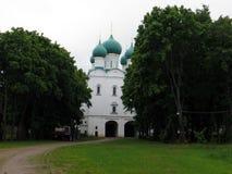 Rosja rostov Rostovsky Borisoglebsky monaster Widok katedra przy deszczowym dniem Obrazy Stock