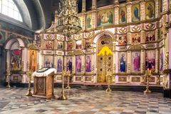 Rosja, Ryazan 1 2019 Feb - wnętrze Ortodoksalny kościół, ołtarz, iconostasis, w naturalnym świetle fotografia stock