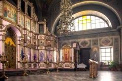 Rosja, Ryazan 1 2019 Feb - wnętrze Ortodoksalny kościół, ołtarz, iconostasis, w naturalnym świetle fotografia royalty free