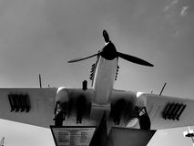 Rosja samara Maj 28, 2016 Pomnikowy wojownik Drugi wojna światowa na czarny i biały tle Zdjęcie Stock