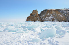 Rosja, Syberia, jeziorny Baikal, Olkhon wyspa, przylądek Khoboy w zimie Zdjęcia Royalty Free