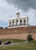 Rosja, Veliky Novgorod: widok dzwonnica St Sophia katedra od rzecznego Volkhov Fotografia Stock
