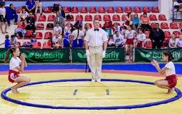 Rosja, Vladivostok, 06/30/2018 Sumo rywalizacja wśród dziewczyn Nastoletni turniej sztuka samoobrony i bojów sporty obrazy royalty free