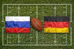 Rosja vs Niemcy flaga na rugby polu Fotografia Royalty Free