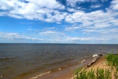 Rosja, wielkie rzeczne szerokie przestrzenie w lecie Volga obraz stock