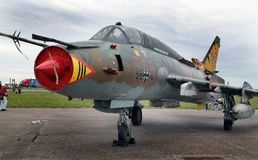 Rosjanin budował Sukhoi Su-22 instalatora zmiennej geometrii huśtawkowego skrzydła samolot Zdjęcie Stock