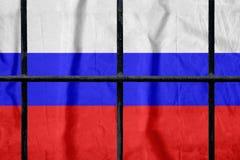 Rosjanin flaga za czarnymi metalu więzienia barami fotografia stock