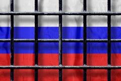 Rosjanin flaga za czarnymi metalu wi?zienia barami z cieniami obrazy royalty free